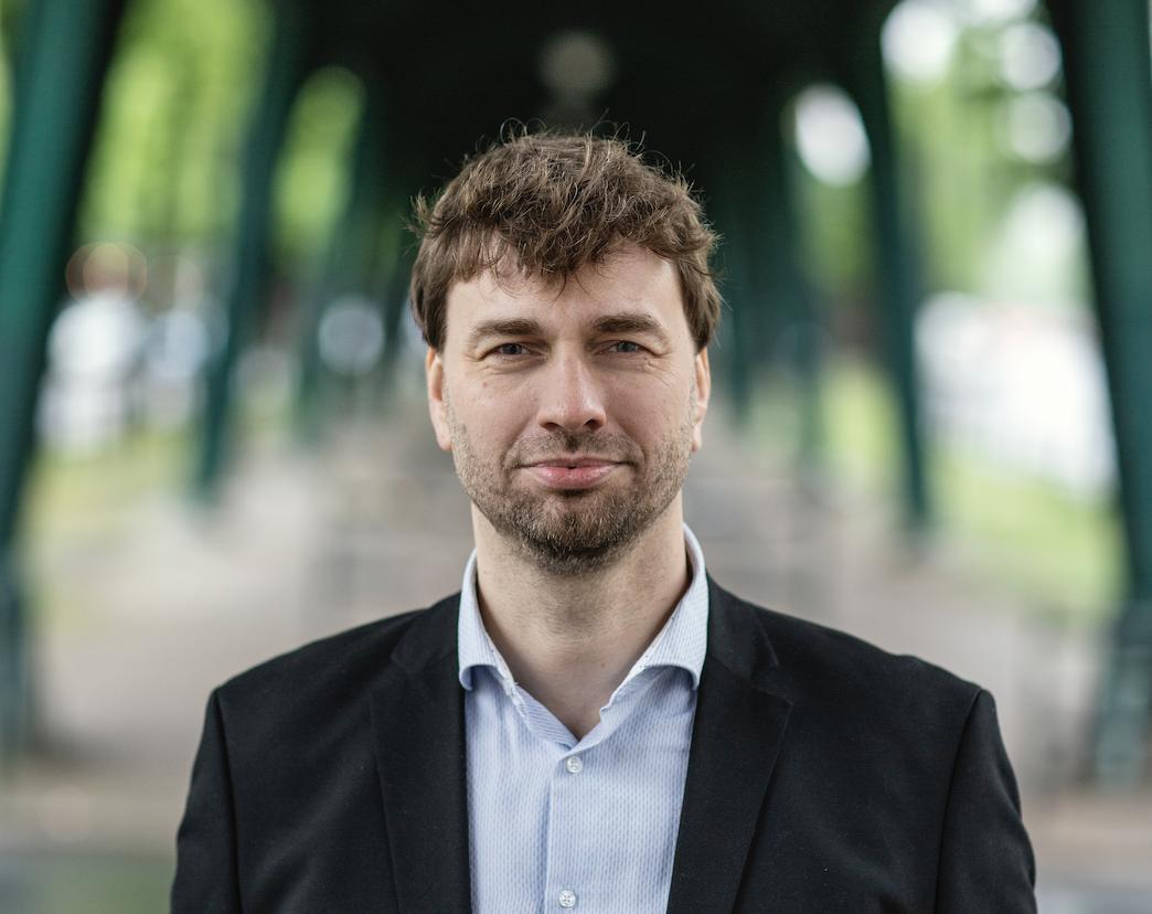Direktkandidat für den Bundestag-Wahlkreis Pankow 76: Bezirk Pankow, ohne das Gebiet östlich der Prenzlauer Allee und südlich der Lehderstraße und Gürtelstraße sowie des Jüdischen Friedhofs.